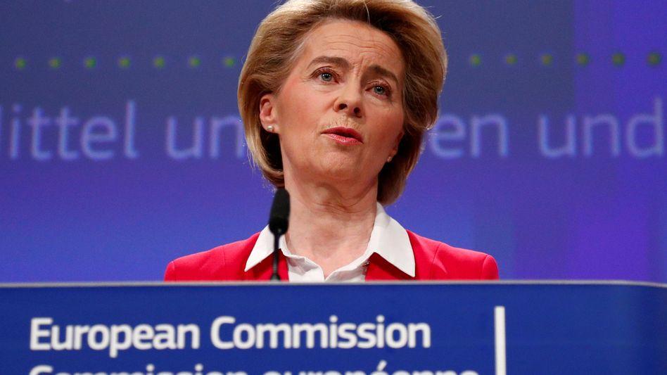 Das Bundesverfassungsgericht hat in einer umstrittenen Entscheidung die Staatsanleihenkäufe der EZB beanstandet. EU-Kommissionspräsidentin Ursula von der Leyen prüft nun ein Vertragsverletzungsverfahren gegen Deutschland