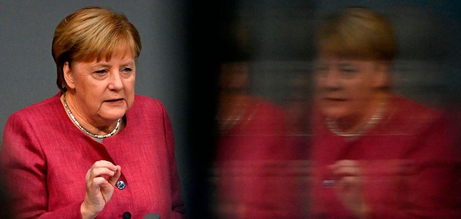 Angela Merkel im Bundestag: Keine Routinerede zum Haushalt