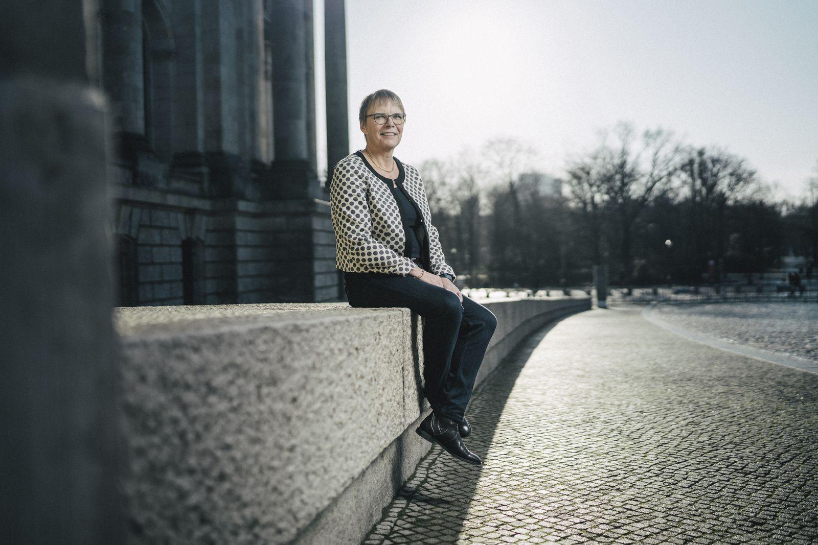 Anja Margarete Helene Hajduk, MdB, Bündnis 90/Die Grünen im/am Bundestagsgebäude