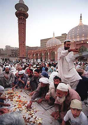 Fest im Moscheehof: Soziale Kontakte im Vordergrund
