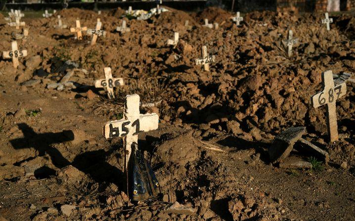 Gräberfeld auf dem Friedhof Sao Francisco Xavier in Rio