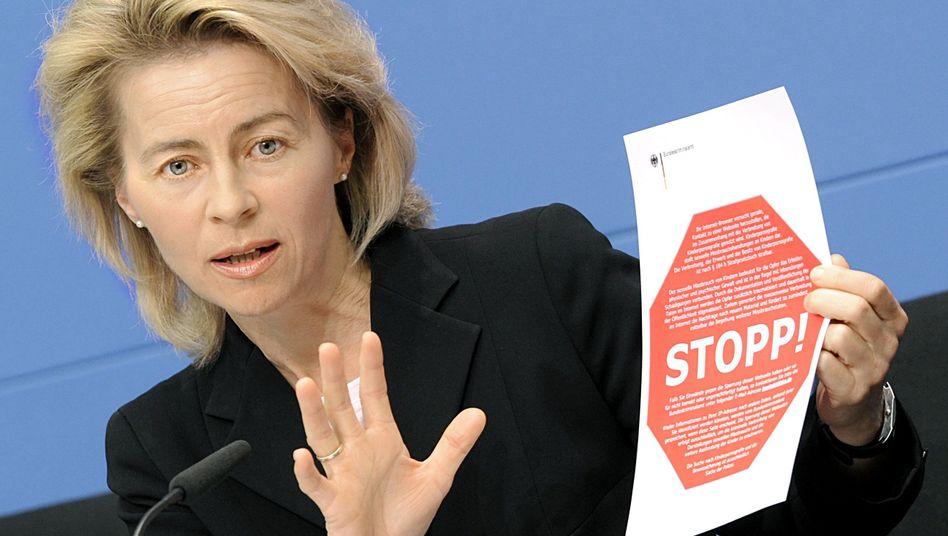 "Ministerin von der Leyen (April 2009): Kritik an ""Zensursula"""