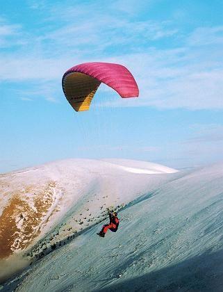 Paraglider in der Hohen Tatra: Das kleinste Hochgebirge Europas dominiert den Norden der Slowakei