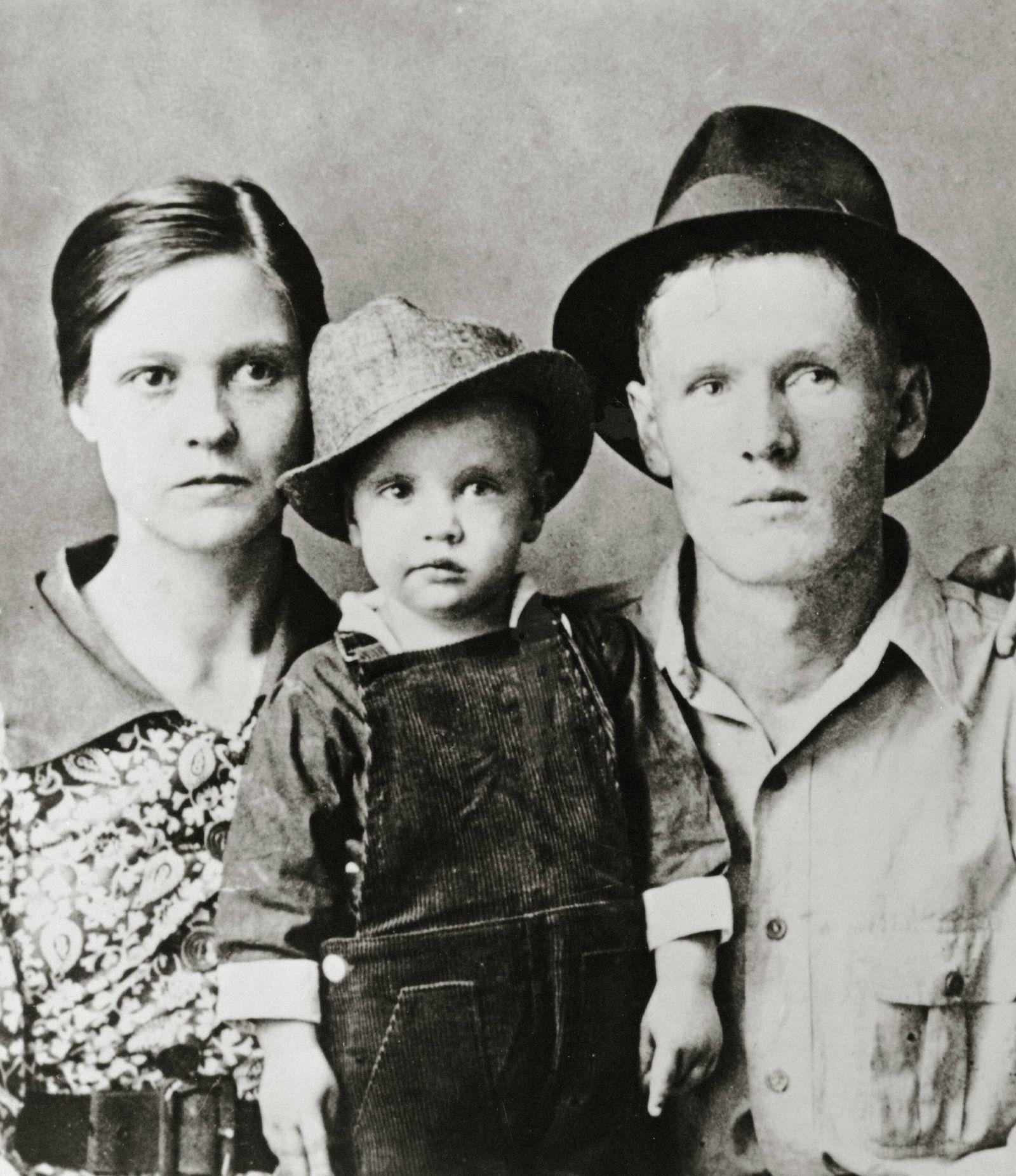 Elvis Presley with his parents Gladys Presley Vernon Presley circa 1938 Hollywood CA USA PUBLICAT