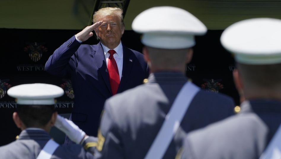 """""""Verlierer"""" und """"Trottel"""": Donald Trump und US-Kadetten im Juni 2020"""