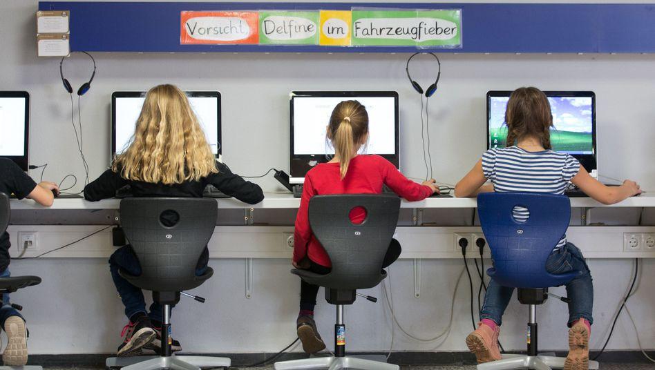 Schülerinnen am Computer