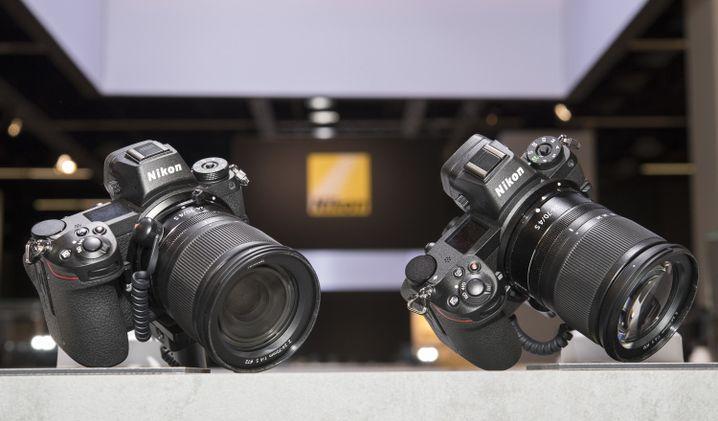 Nikon Z7 (links) und Z6