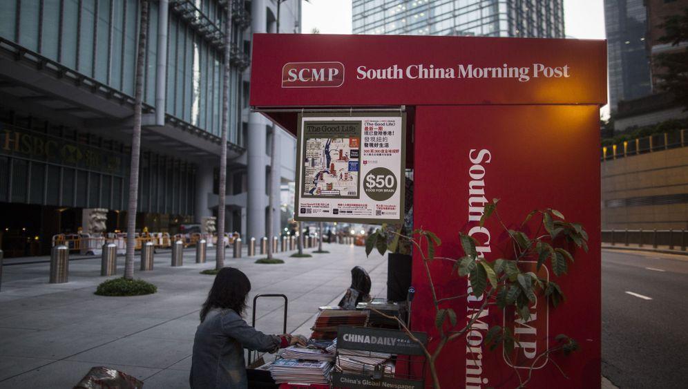 Photo Gallery: Explaining China To the World