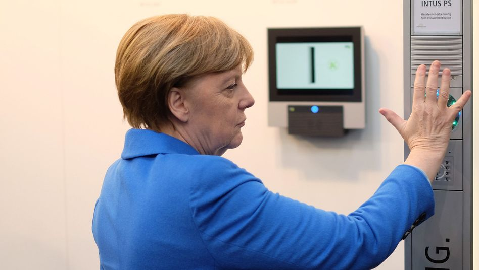 Angela Merkel (auf der Cebit 2016)