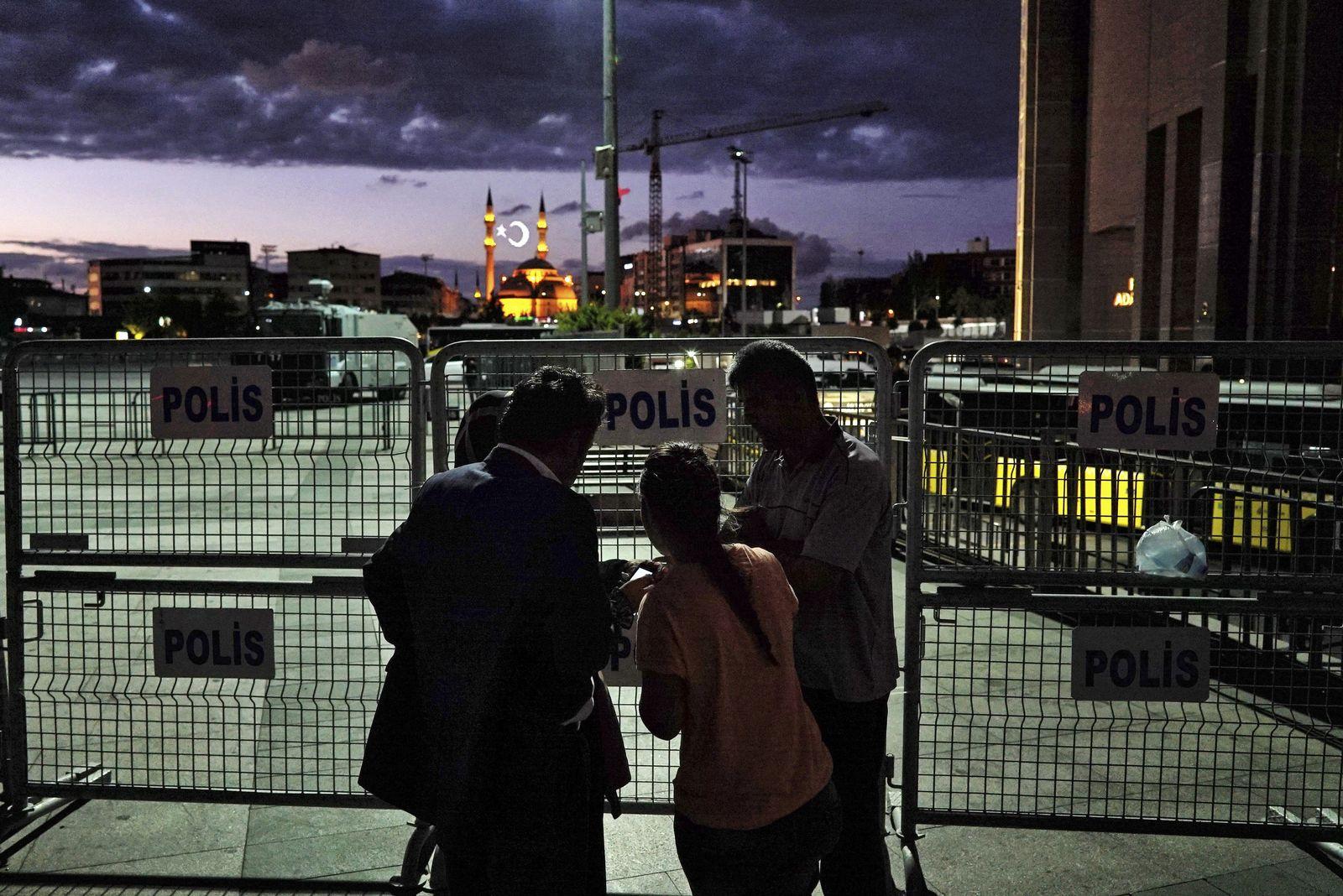 Türkei, Istanbul, Inhaftierte, Gefangene, Angehörige