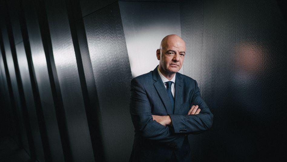 Präsident Infantino in der Zürcher Verbandszentrale: »Vollkommen legitim, vollkommen legal«