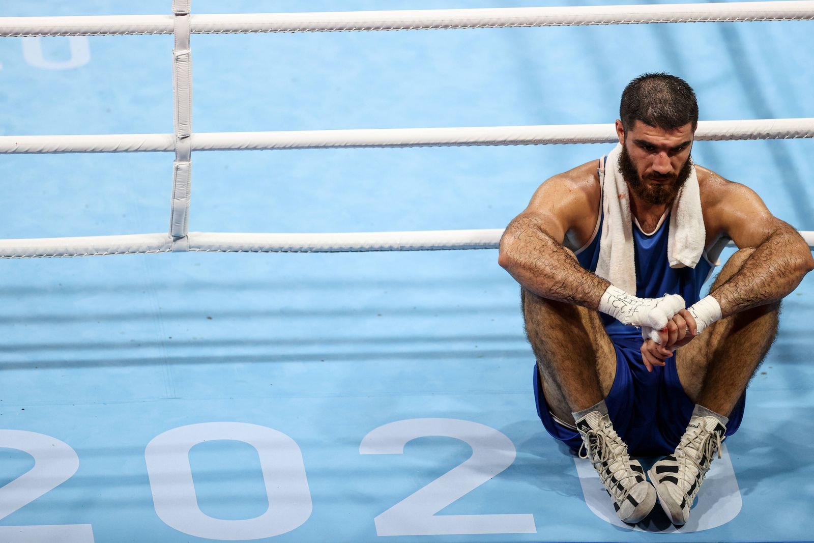 (210801) -- TOKYO, Aug. 1, 2021 -- Mourad Aliev of France sits outside the ring in protest after the referee stopped his