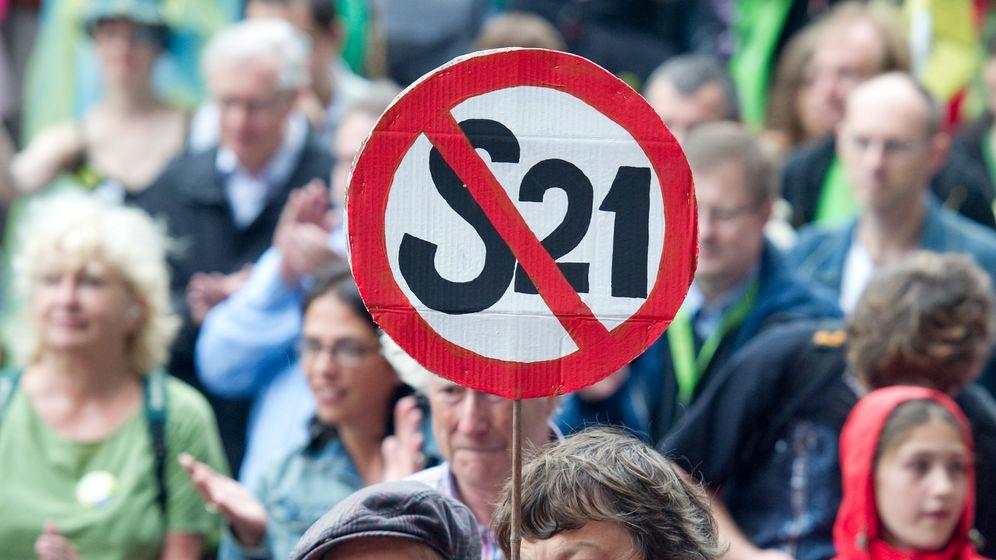 """Demo gegen """"Stuttgart 21"""": Protest unterm Regenschirm"""