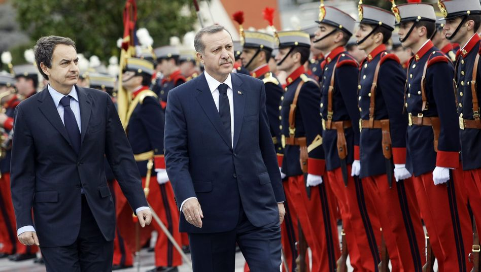 Erdogan in Spanien: Schuh-Attacke in Sevilla