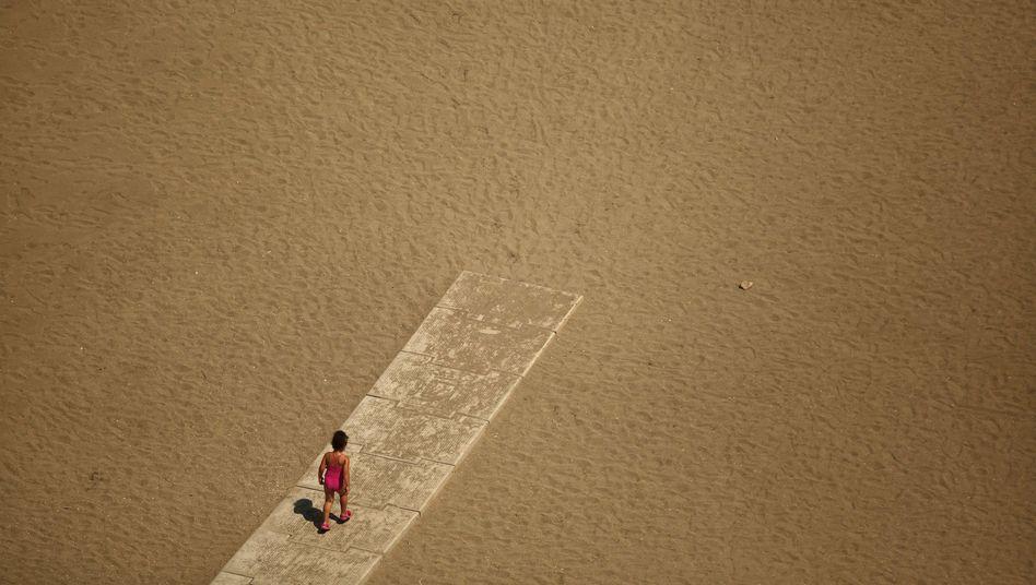 Kind am Strand in Spanien