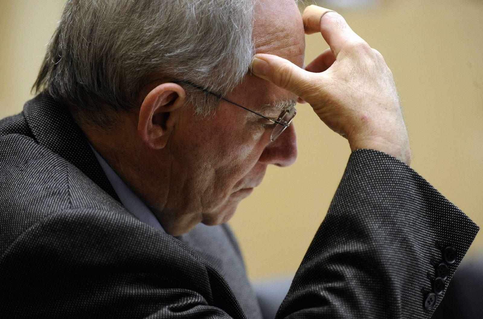 NICHT VERWENDEN Schäuble nachdenklich