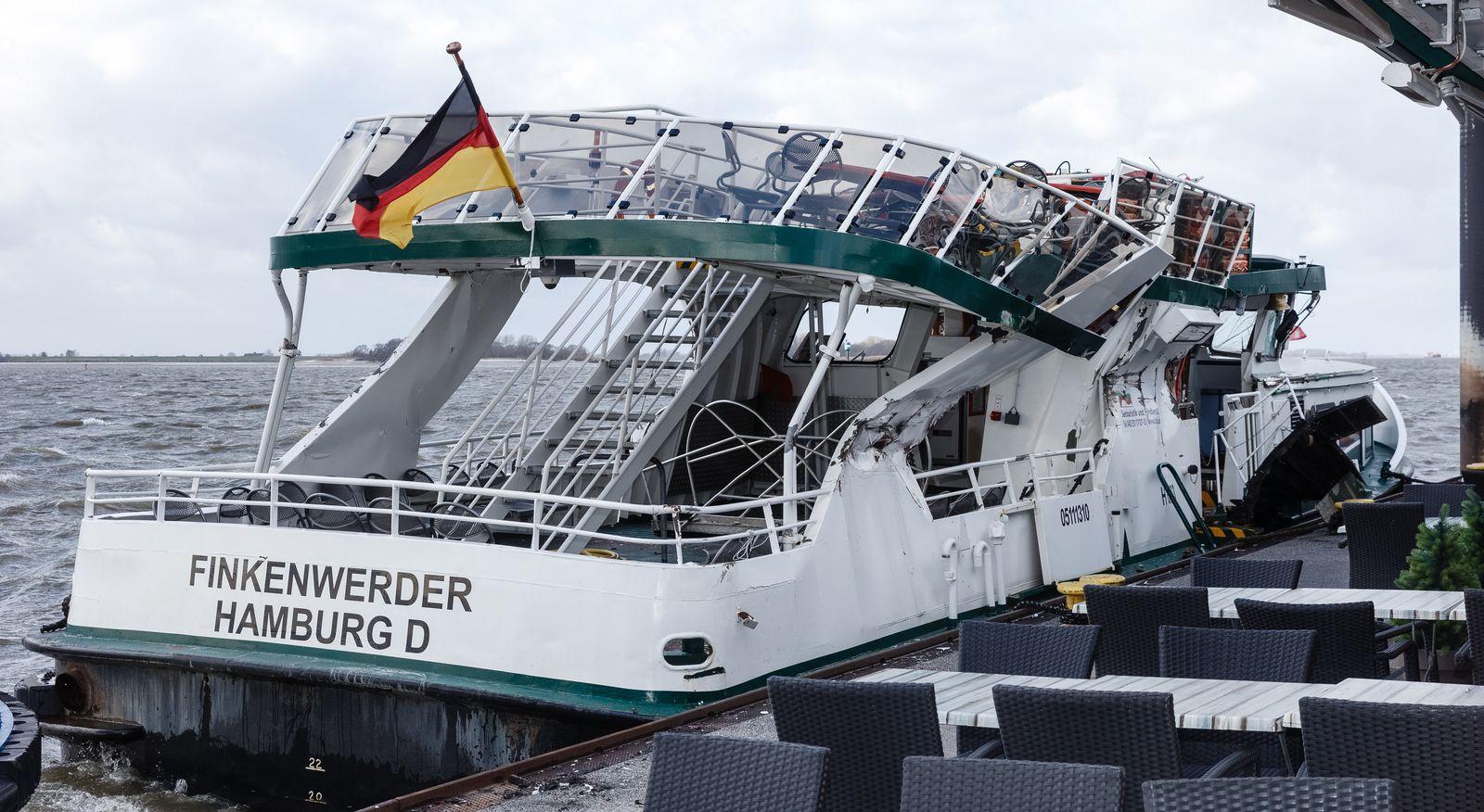 Finkenwerder/ Elbfähre/ Unfall/ Containerschiff