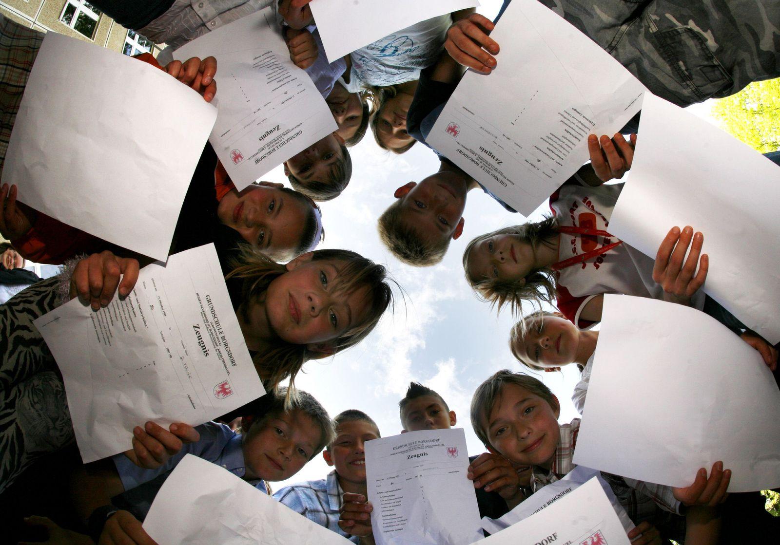NICHT VERWENDEN Schule / Noten / Zeugnis