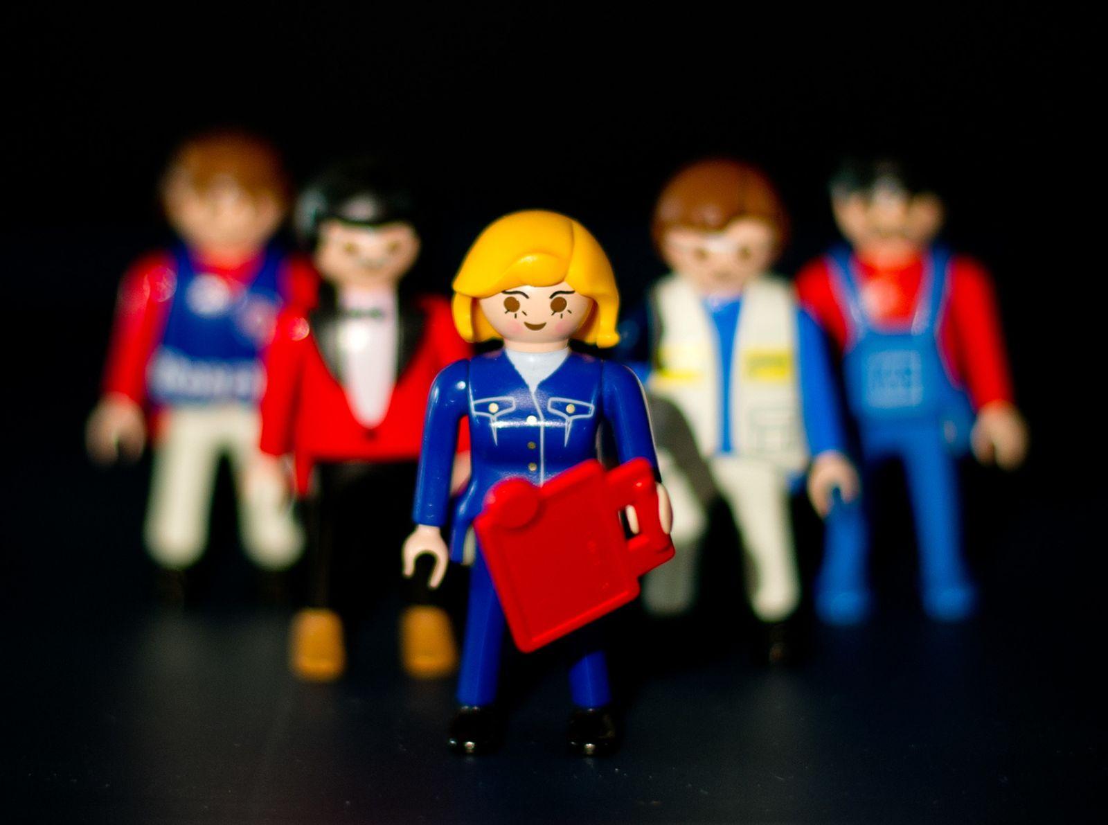 ILLUSTRATION Frauenquote Playmobil