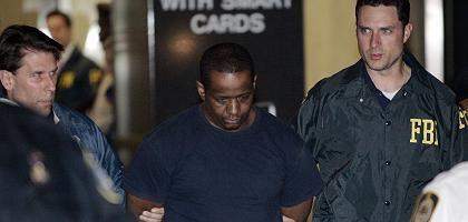 Festnahme in New York: FBI-Polizisten mit einem Terrorverdächtigen