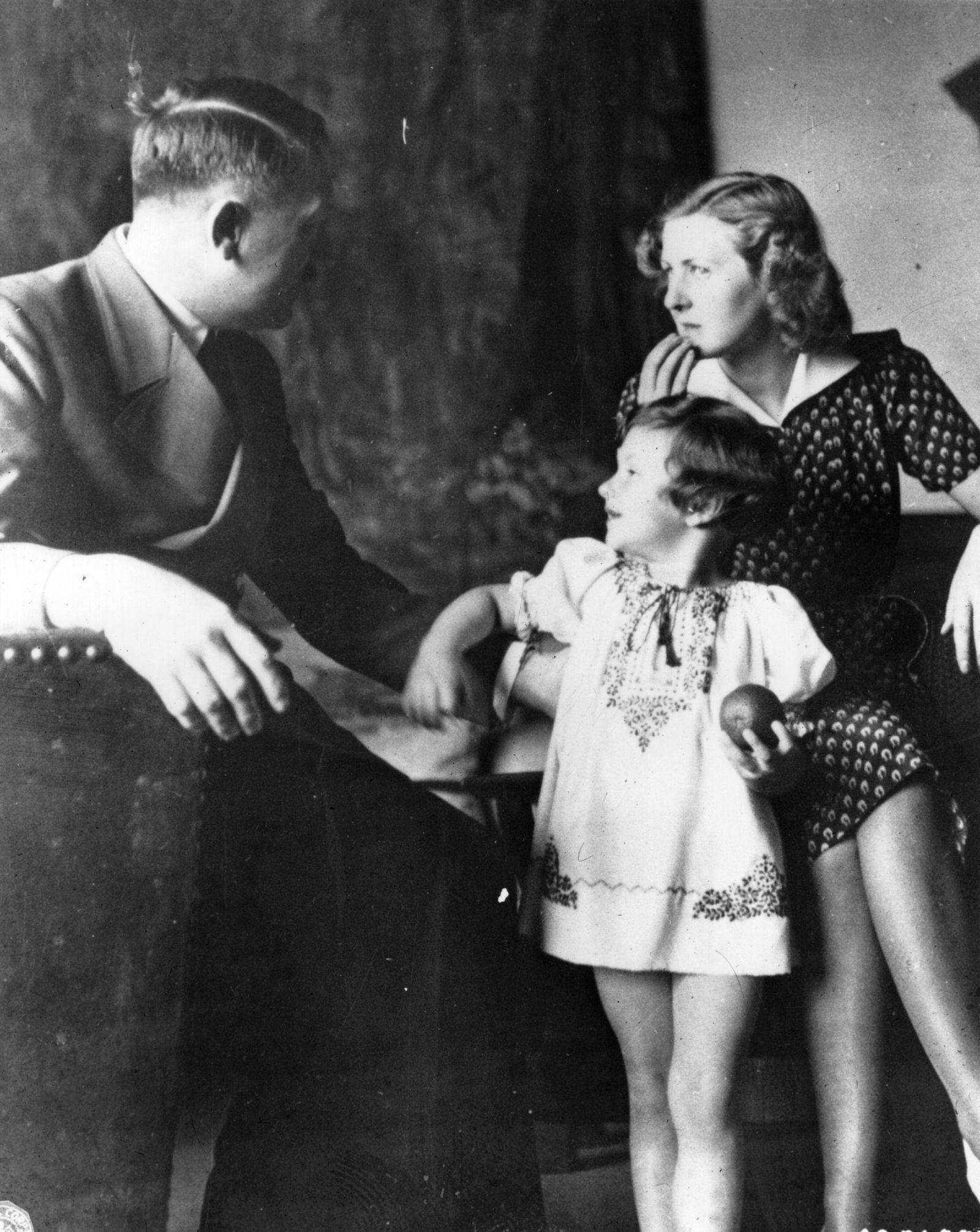 Hilter mit Eva Braun und Kind Uschi