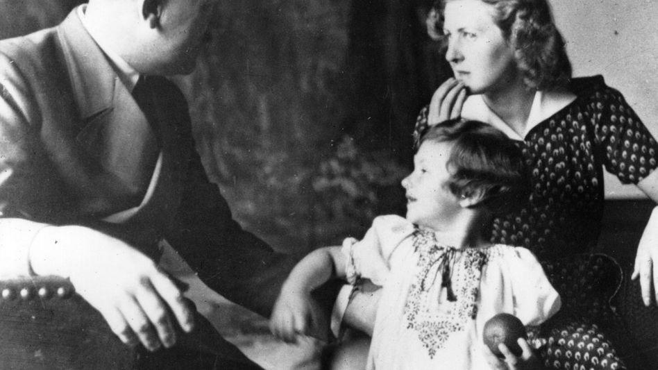 Hitler privat: die Darstellung Hitlers als Mensch gilt noch immer als Tabubruch