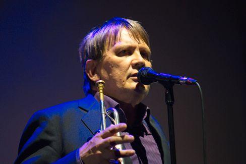Sven Regener bei einem Konzert von Element of Crime (Archivbild)