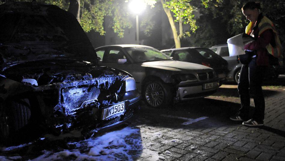 Ausgebranntes Auto in Berlin: Meistens brennen hochwertige Modelle