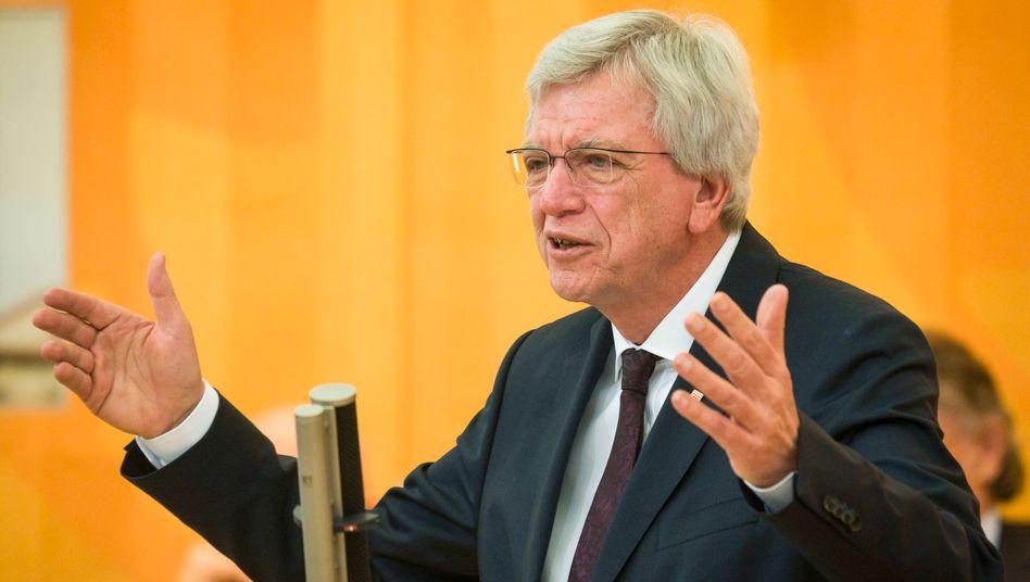 """Hessens Ministerpräsident Bouffier (Archivbild): Kanzlerkandidaten-Frage """"noch vor dem Bundesparteitag klären"""""""