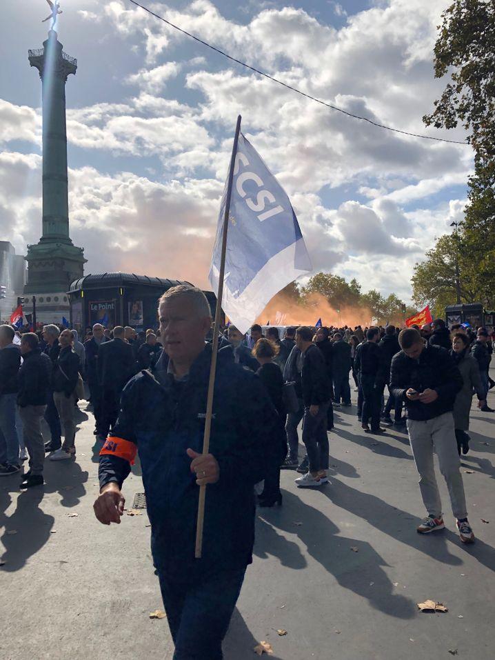 Teilnehmer der Demonstration in Paris: Es gibt Polizisten, die auf weit mehr als 1000 Überstunden kommen.