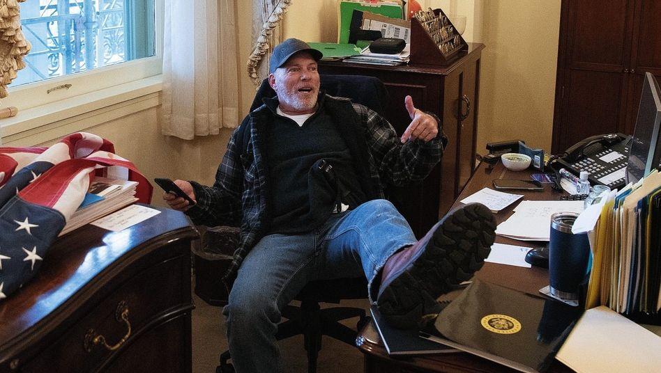 Wutbürger Barnett im Büro der Mehrheitsführerin Pelosi in Washington, D. C.:»Macht euch bereit für die Party«