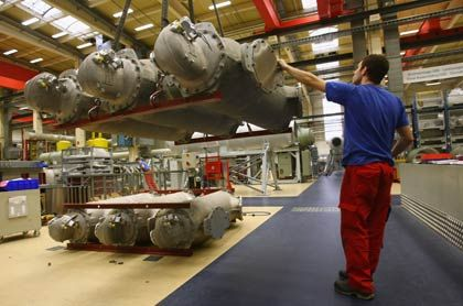 Angestellter bei Siemens: Exportverband rechnet mit Umsatzrückgang