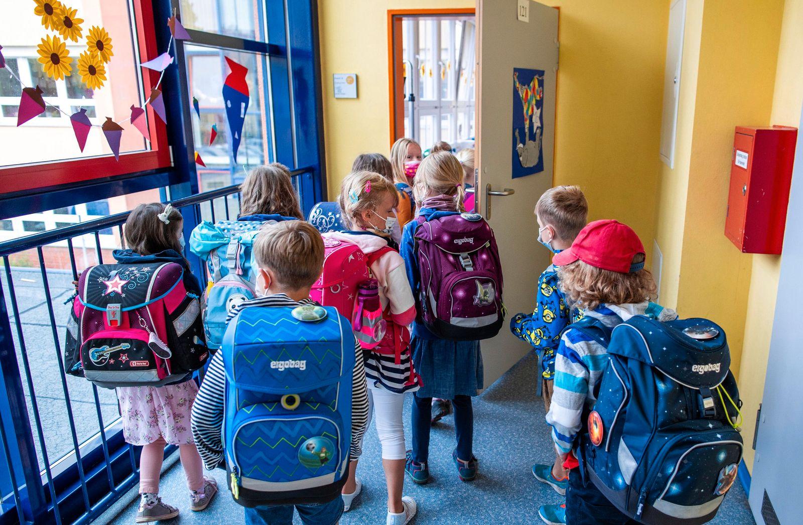 Coronavirus - Erster Schultag nach Sommerferien in Rostock