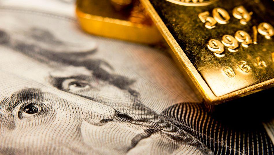 Dollarnoten und Gold: Die Superreichen steigern ihr Vermögen in der Coronakrise um rund ein Drittel