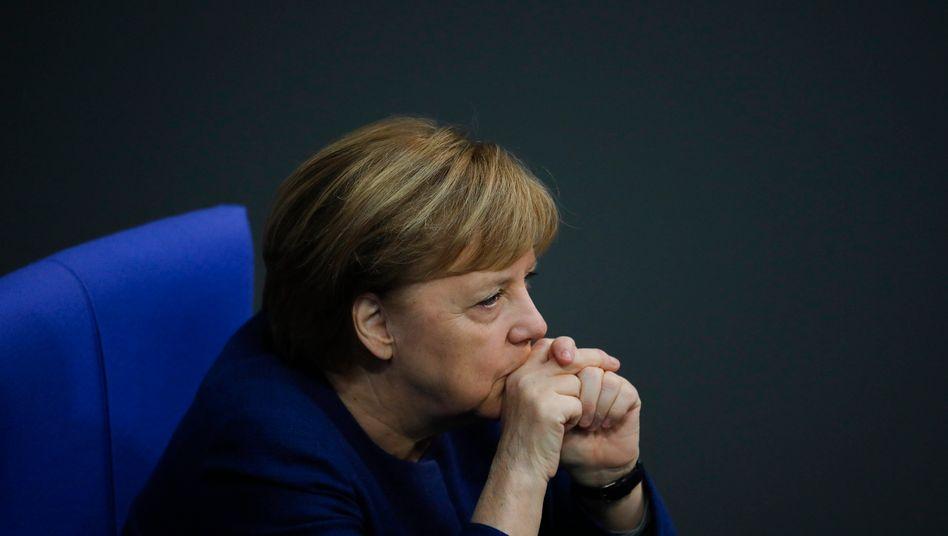 Bundeskanzlerin Merkel will der wohl noch ansteckenderen Corona-Mutation aus Großbritannien offenbar mit verschärften Maßnahmen entgegentreten