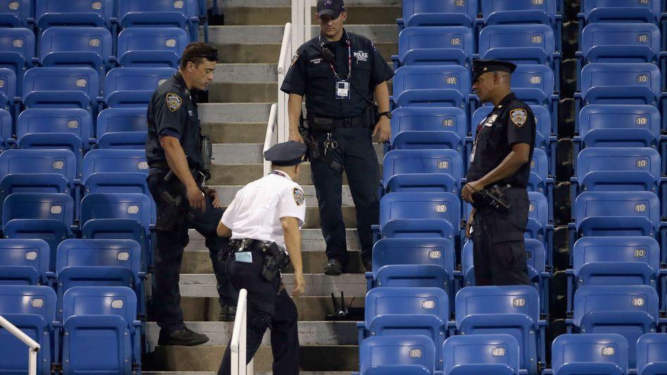 Vier gegen einen: New Yorker Cops umkreisen den Verdächtigen