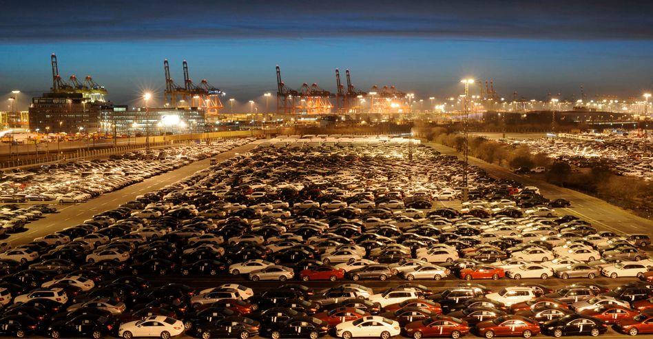 Mercedes-Neuwagen in Bremerhaven (Archiv): Globalisierung hat sich verlangsamt