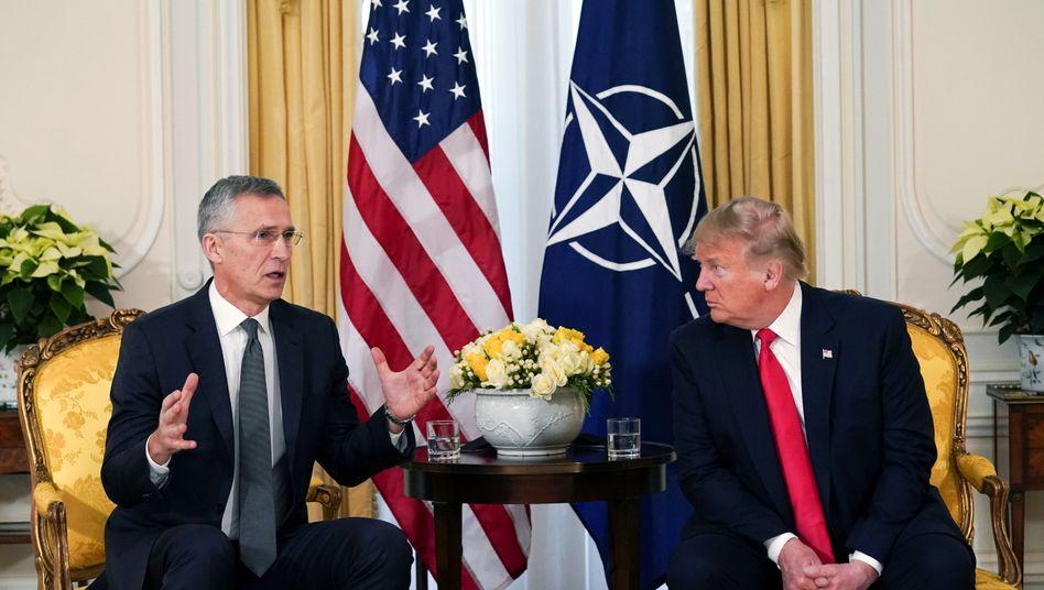 Trump (re.) und Nato-Generalsekretär Stoltenberg in London