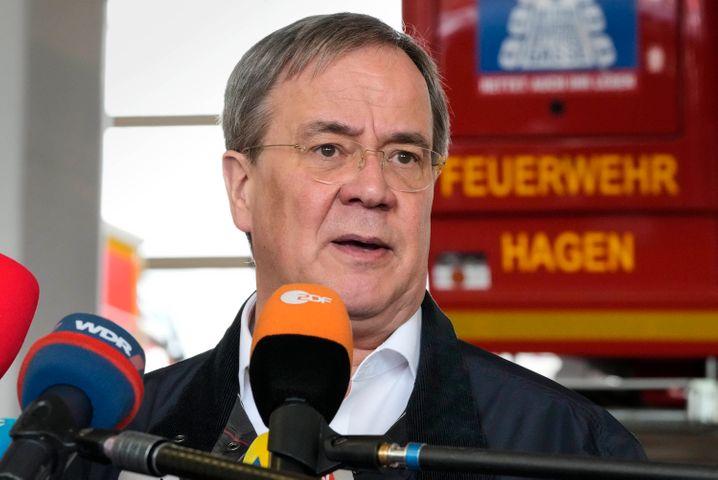 Ministerpräsident Armin Laschet hat sich in NRW vor Ort ein Bild von der Katastrophe gemacht