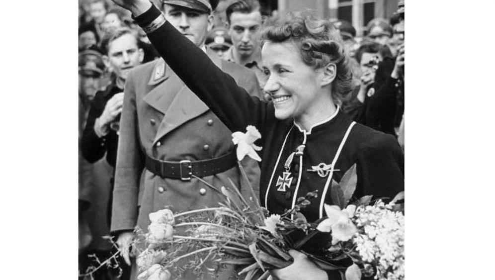 Nazi-Starpilotin Hanna Reitsch: Für Hitler flog sie durch die Hölle