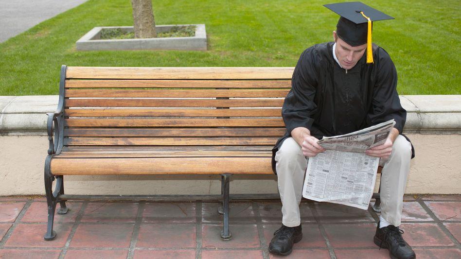 Er macht's richtig: Zeitungen sind bei der Stellenvergabe wichtiger als Online-Börsen