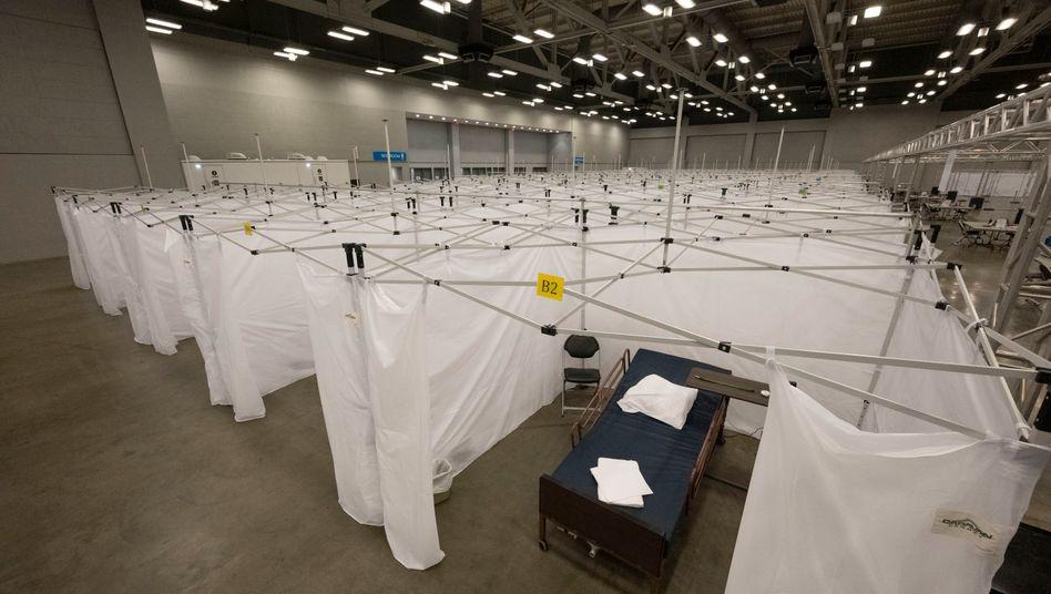 Aufbau eines provisorischen Krankenhauses im Convention Center, Austin, Texas