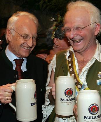 """Der doppelte Stoiber auf dem Nockherberg: """"Weint nicht um mich, Landeskinder"""""""