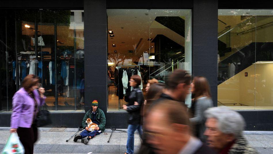 Einkaufspassage in Almeria, Spanien: Haushaltseinkommen deutlich gesunken