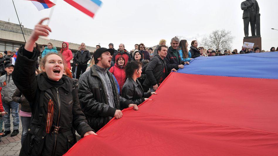 Prorussische Demonstranten auf der Krim: Referendum vorgezogen