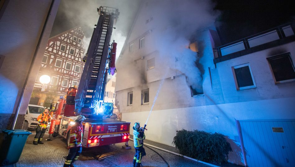 Feuerwehr am 3. Oktober in Marbach: Mann soll Brandsätze geworfen haben