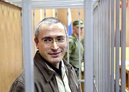 Oligarch Chodorkowski im Käfig vor Gericht: Entscheidende Offerte in letzter Minute?