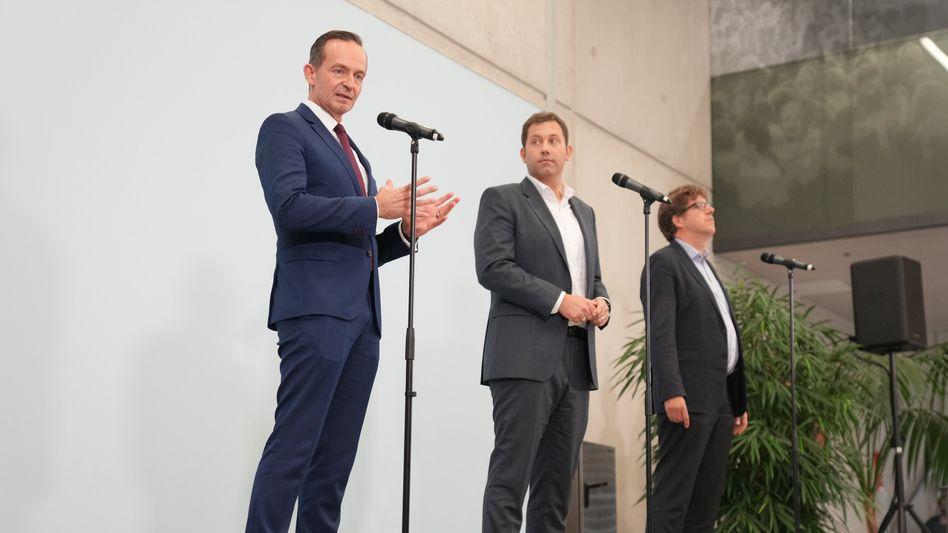 FDP-Generalsekretär Volker Wissing, SPD-Generalsekretär Lars Klingbeil, Grünen-Bundesgeschäftsführer Michael Kellner (von links nach rechts)
