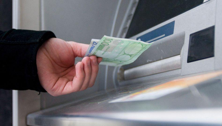 Geldautomat in Hamburg: Gebühren von bis zu zehn Euro