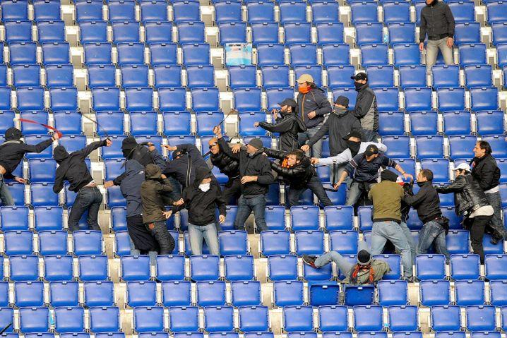 Prügelnde Anhänger von Lazio Rom (2010)